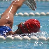 Schwimmer mit Badekappe - © Albrecht E. Arnold / pixelio.de