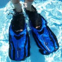Schwimmflossen unter Wasser - © Reschke