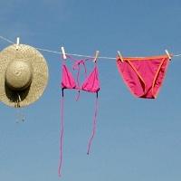 Bikini auf der Leine © Maria Lanznaster / pixelio.de